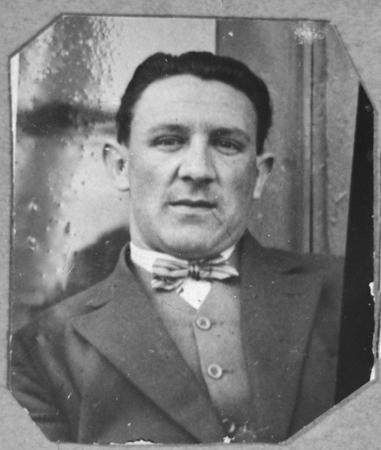 Portrait of Leon Pardo. He lived on Sremska in Bitola.