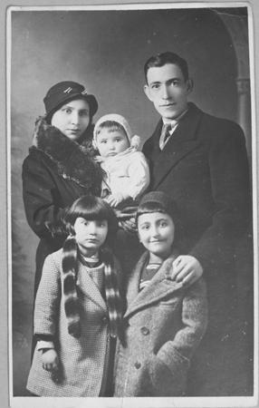 Portrait of Yakov Testa with wife and three children in Bitola.