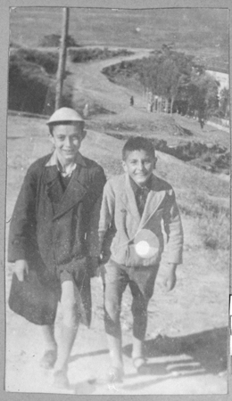 Portrait of two schoolchildren: Solomon Faradji, son of Avram Faradji, and Sami Levi, son of Rafael Levi. Solomon lived at Karagoryeva 113, and Sami lived at Karagoryeva 105, in Bitola.