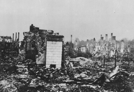 germanys invasion of poland and the beginning of wold war ii Two days after germany signed the non-aggression pact with the ussr, great britain entered into a military alliance with poland, on august 25, 1939 this photo shows the scene one week later, on september 1, 1939, one of the first military operations of germany's invasion of poland, and the beginning of world war ii.