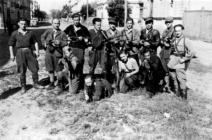 Benjamin Levin (bottom left kneeling) and his partisan group at the liberation of Vilna.