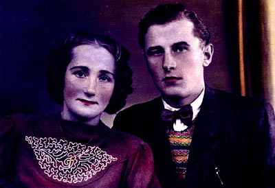 A hand-tinted photograph of Frieda Greinegger and Julian Noga as a young couple. The two had met when Julian, a forced laborer from Poland, arrived at the Greinegger farm in northern Austria. In 1941, the Gestapo sent both to concentration camps after learning of their forbidden friendship. Place uncertain, after 1945.