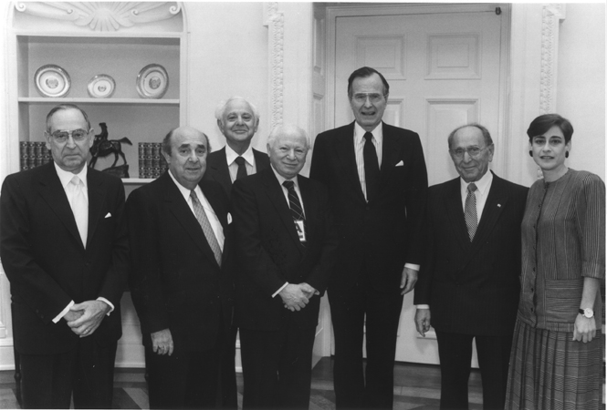 Members of the United States Holocaust Memorial Council pose with President George Bush (third from right) on the occasion of the 1989 Days of Remembrance. Benjamin Meed is fourth from the right. Washington, DC, 1989.