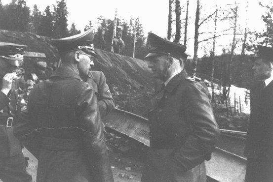 Josef Terboven (en primer plano, izquierda), comisario alemán para la Noruega ocupada, 1940-1945.