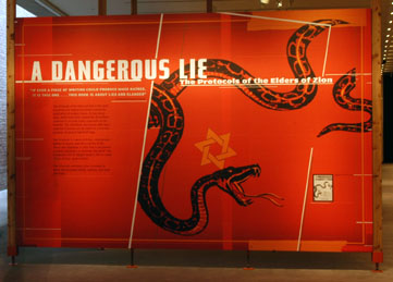 'A Dangerous Lie: The Protocols of the Elders of Zion' (Sebuah Kebohongan yang Berbahaya: Protokol Para Tetua Sion) dibuka di Gonda Education Center (Pusat Pendidikan Gonda) di United States Holocaust Memorial Museum pada April 2006.
