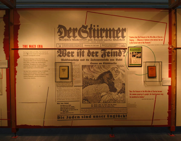 A exposição do museu mostra como os nazistas usaram os 'Protocolos' para espalhar o ódio contra os judeus.