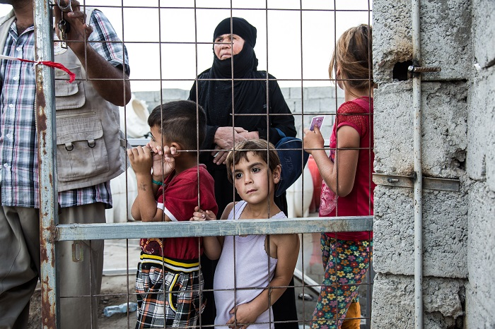 Displaced Iraqis wait for food distribution at an internally displaced persons (IDP) camp on the outskirts of Erbil, Iraqi Kurdistan. September 2, 2015.