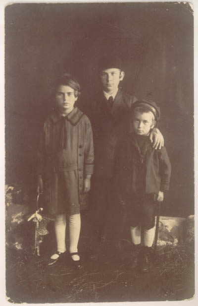 1925 photograph taken in Kolbuszowa, Poland, showing Norman (at right) with his sister Rachel (left) and brother David (center).