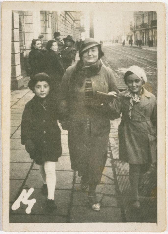 Jutta Szmirgeld (Jutta, right, and her brother, left)