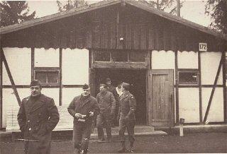 Soldados norte-americanos ao término de sua inspeção...