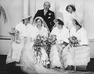 Portrait of Hilde and Gerrit Verdoner, with four bridesmaids, on their wedding day.