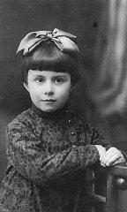 Retrato tomado en 1935 a Anna Glinberg, una niña judía...