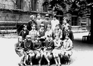 Ruth Kohn (top row, second from left) and her classmates at a school in Prague.