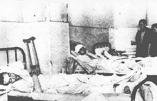 Salle de garde d'un hôpital à Kielce après le pogrom...