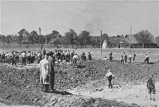 Austrian civilians prepare mass graves to bury former...