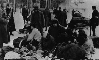 German police and Ukrainian collaborators force Jewish...