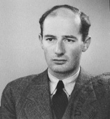 Passport photograph of Raoul Wallenberg.