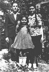 I figli di una famiglia ebrea; una delle sorelle raffigurate...