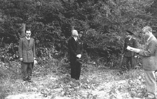 Former Romanian prime minister Ion Antonescu (center) before his execution as a war criminal.