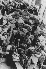 Juifs déportés vers le ghetto de Lodz.