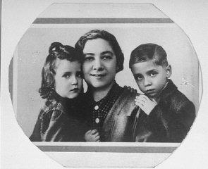 Portrait of Ita Guttman with her twin children Rene...