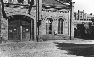 Entrance to the Ploetzensee prison.