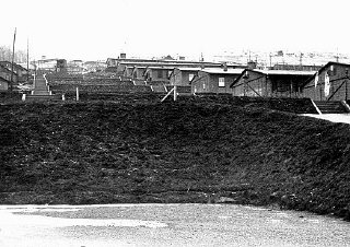 Vue de baraques dans le camp de Natzweiler, qui constituait...