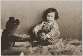 Photograph taken in December 1932 of Suse Grunbaum...
