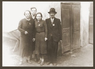 Portrait of the Weidenfeld family wearing Jewish badges...