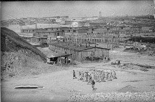 Grupo de prisioneiras no campo de Plaszow