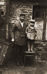 Hirsch Glicenstein with his young nephew, Leo Grinb...