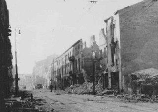 Rovine del ghetto di Varsavia dopo la rivolta.