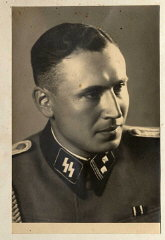 Obersturmführer Karl Höcker, el 21 de junio de 1944...