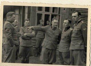 De izquierda a derecha: Josef Kramer, Doctor Josef...