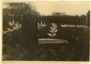 El funeral de los oficiales de las SS que murieron...