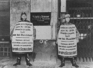 Membres des SA (Sturmabteilung, sections d'assaut)...