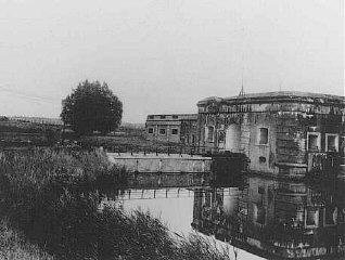 Vue du camp d'internement de Breendonk.