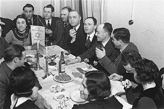 Members of the Chug Ivri (Hebrew Club) in Berlin enjoy...