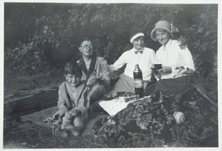 Fritz Glueckstein (left) on a picnic with his family...