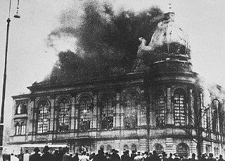 The Boerneplatz synagogue in flames during Kristallnacht...