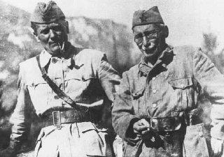 Líderes dos partisans iugoslavos, Josip Broz Tito (à...