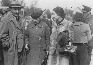 Eliahu Dobkin of the Jewish Agency (left) and Henrietta...