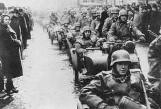 Troupes allemandes occupant Prague.