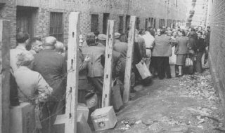 Jewish refugees line up to receive food provided by the American Jewish Joint Distribution Committee (JDC) after the war.