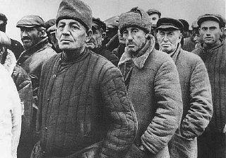 Après l'occupation d'Odessa, Juifs ukrainiens attendant...