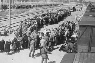 La selección de judíos húngaros en el campo de exterminio...