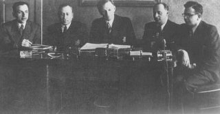 A meeting of the Kovno ghetto Jewish council.