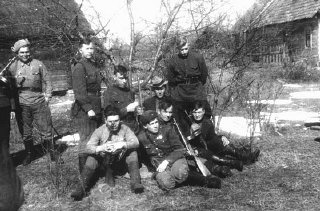 A group of Jewish partisans. Sumsk, Poland, date uncertain.