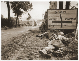 American soldiers of the 8th Infantry Regiment seek...