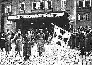 Hitler à Brno (Brünn) peu après l'occupation de la...